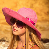 Girl on the beach in a pink hat — Stock Photo