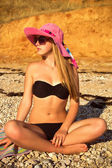 Girl on the beach in a pink hat 3 — Stock Photo