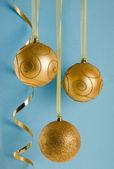 Altın christmas top — Stok fotoğraf