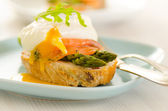 Poached eggs with salmon and asparagus — Stock Photo