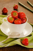 Fresh strawberries in white cup — Foto Stock