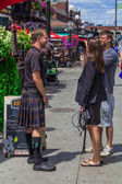 Interview with a guy wearing a skirt — Stockfoto