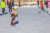 A young child is ice skating — Stock Photo