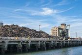лом промышленности в порту — Стоковое фото