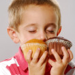 Little kid holding two cakes,kid eating snack cakes. — Stock Photo