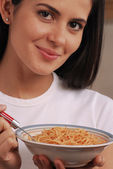 Young woman eating pasta — Stock Photo
