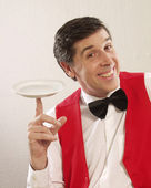 Expressive waiter holding an empty plate. — Stock Photo