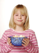 Little girl eating popcorn. Little kid eating pop corn. — Stock Photo
