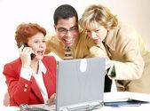 Verksamhet team arbetar tillsammans på ett kontor — Stockfoto