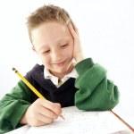 彼の机の上の小さな学校の子供 — ストック写真