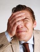 Tensionado y error de retrato de hombre de negocios de expresión. — Foto de Stock