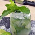 Mojito cocktail drinks and lemon — Stock Photo #47339691