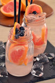 Orange cocktail drinks and ice cubes — Stock Photo