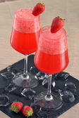 Strawberry alcoholic cocktail drinks — Stock Photo