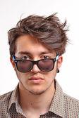 若い男のサングラス. — ストック写真