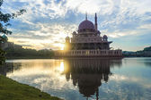 Beautiful reflection of Putra Mosque — Stock Photo