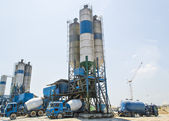 Concrete mixing tower. Concept of on-site construction facility — Stock Photo