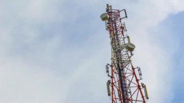 башня коммуникации — Стоковое видео