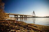 Puente sobre el río — Foto de Stock