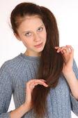 Hermosa joven con el pelo magnífico. — Foto de Stock