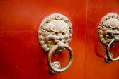Longhua Temple Lion Door Knockers — ストック写真