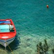 Boat in a bay — Stockfoto