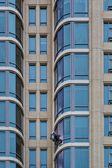 Window Cleaner on Sky Scraper — Stock Photo