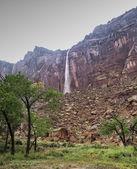 Through the Rain to the Waterfall — Stock Photo
