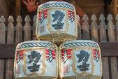 бочки саке в menuma shodenzan kangiin храм, kumagaya, сайтама, япония — Стоковое фото