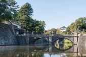 Most seimon-tetsubashi (bridge(nijubashi)) głównej bramy z cesarskiego pałacu, tokio, japonia — Zdjęcie stockowe