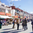 LHASA, TIBET-February 18: pilgrims and locals walking in Barkhor Street. The ancient street is a symbol of Lhasa and a must see place for visitors. November 12, 2009 in Lhasa, Tibe — Foto de Stock