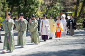 KAMAKURA, JAPAN - MARCH 22 2014: Traditional wedding in Tsurugaoka Hachimangu Shrine. One the most important Shinto shrine in Kamakura and an Important Cultural Property of Japan. — Stock Photo
