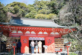 KAMAKURA, JAPAN - MARCH 22 2014: Tourists at Egara Tenjin Shrine. Egara Tenjin Shrine is a Shinto shrine in Kamakura. Having been founded according to legend by an unknown priest in 1104. — Stock Photo