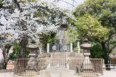 Tokyo, Japonsko - 1. dubna 2014:tomb místo Šógi tai vojáků. shogitai byla armáda edo šógunát, který byl organizován v roce 1868 k boji proti císaři na konci éry edo. — Stock fotografie