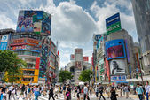 TOKYO, JAPAN - May 1 2014: Shibuya District. The district is a famed youth and nightlife center. — Stock Photo
