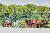 TOKYO, JAPAN - May 7 2014:Horse-drawn carriages at the Ceremony of the Presentation of Credentials, Imperial Palace. (Newly appointed Ambassador Extraordinary and Plenipotentiary of Turkey to Japan) — Foto Stock