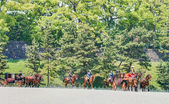 TOKYO, JAPAN - May 7 2014:Horse-drawn carriages at the Ceremony of the Presentation of Credentials, Imperial Palace. (Newly appointed Ambassador Extraordinary and Plenipotentiary of Serbia to Japan) — Foto Stock