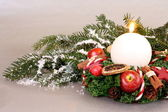Christmas wreath with candle and Christmas decoration — Stockfoto
