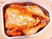 Raw chicken in aluminum foil tray closeup — Stock Photo