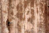 Staré hnědé dřevěné dveře jako starožitný pozadí — Stock fotografie