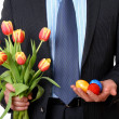 Businessman with tulips and three easter eggs — Stock Photo