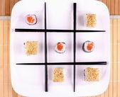 Tres en raya de sushi y palillos — Foto de Stock