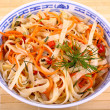 Band than Asian rice noodle salad with chicken meat — Stock Photo