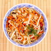 Asian rice noodle salad with chicken meat and carrots — Stock Photo