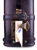 Vieja maleta con cincuenta euros, cerrar — Foto de Stock