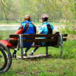 Mature couple sitting relaxing after cycling — 图库照片