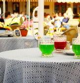Berliner weisse, zelené a červené koktejl s kapkou — Stock fotografie