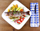 Grilled trout and quite fine vegetables with cutlery — Stock Photo