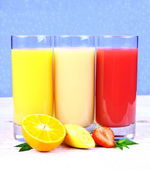 Oranges, bananas, strawberry slice, juice in glass — Stock Photo
