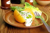 Potato with cottage cheese and salad — Stock Photo